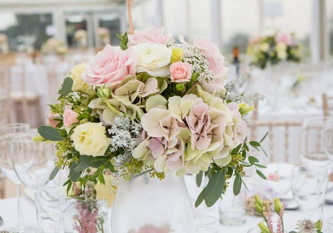 Elegant marquee reception Photo: Hazel Hannant Photography